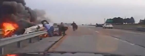 Burning Car Rescue Screen Shot
