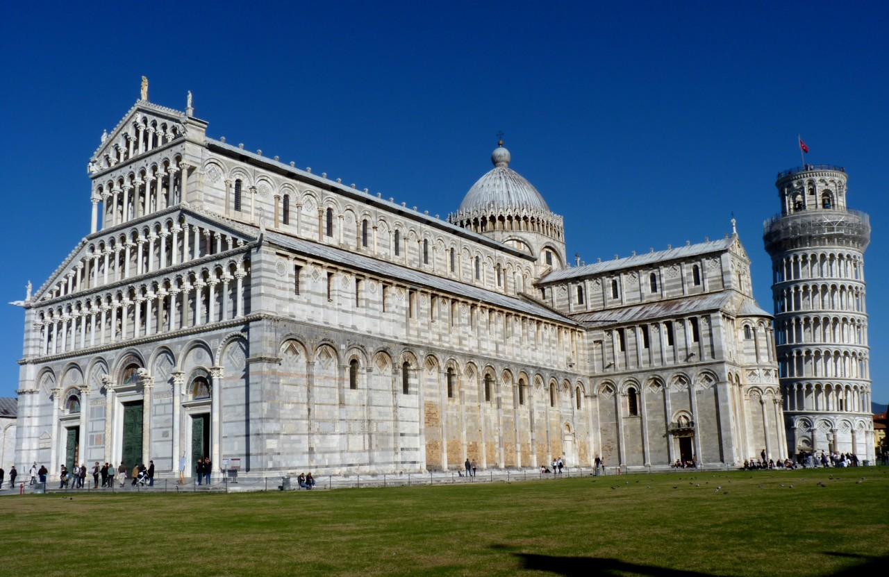 Piazza_dei_Miracoli_-_The_Cathedral_and_the_Leaning_Tower_in_Pisa