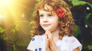 Young-Girl Praying by consciouslifenews.com