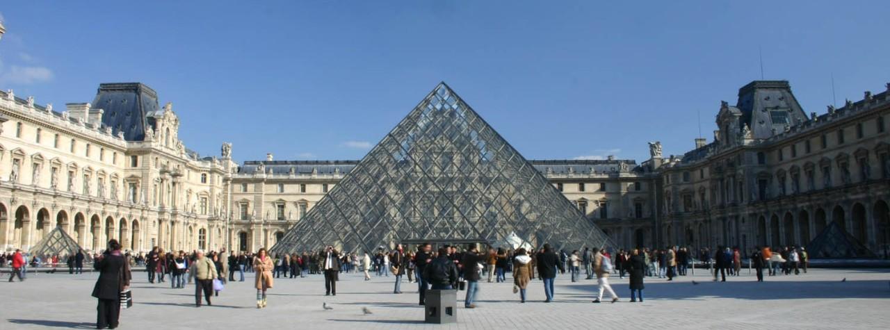 Louvre Museum Pyramid at www.louvre-richelieu.com